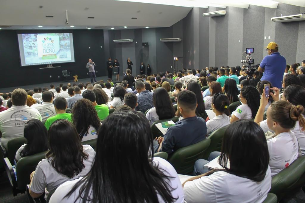 """Rede Ponte e Bruck le Pont promovem seminário internacional com o tema """"Um outro mundo do trabalho é possível"""""""